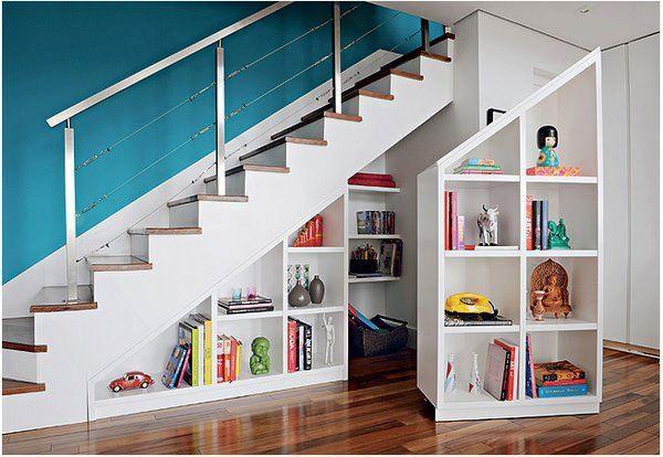 Pas b te des escaliers originaux pour optimiser votre - Rangement sous escalier coulissant ...